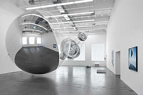 Tomás Saraceno, Installation view Museum Haus Konstruktiv 2017, first floor, Photo: Stefan Altenburger